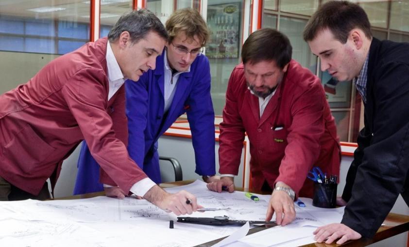 Ingeniería mecánica (detalle reunión)