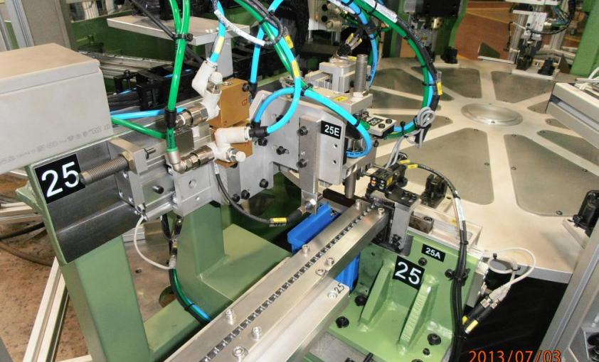 Máquina a medida para montaje de enganche