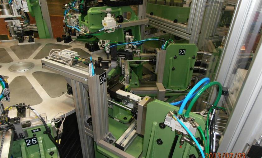 Máquina a medida para montaje de enganche de cerradura